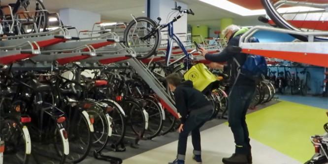 Parcheggio custodito solo per le bici. Dove? In Olanda!